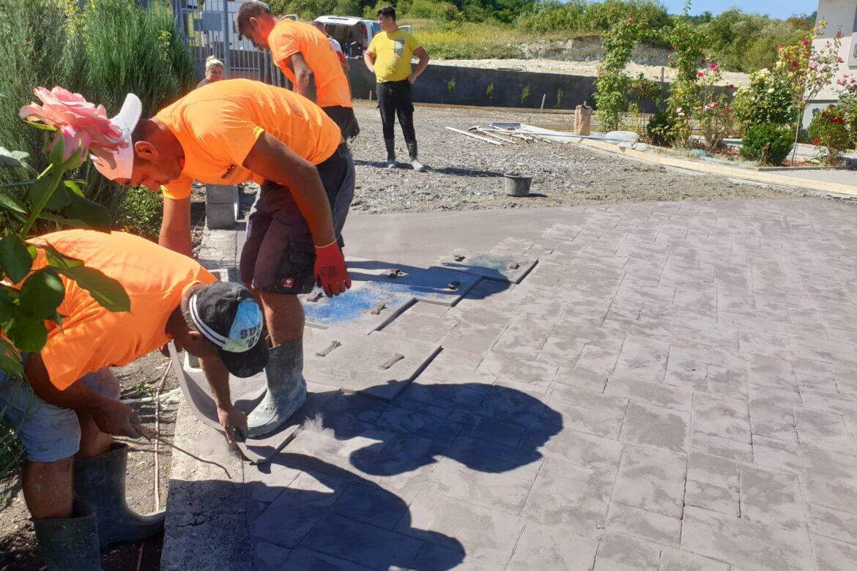 Cat costa betonul amprentat?